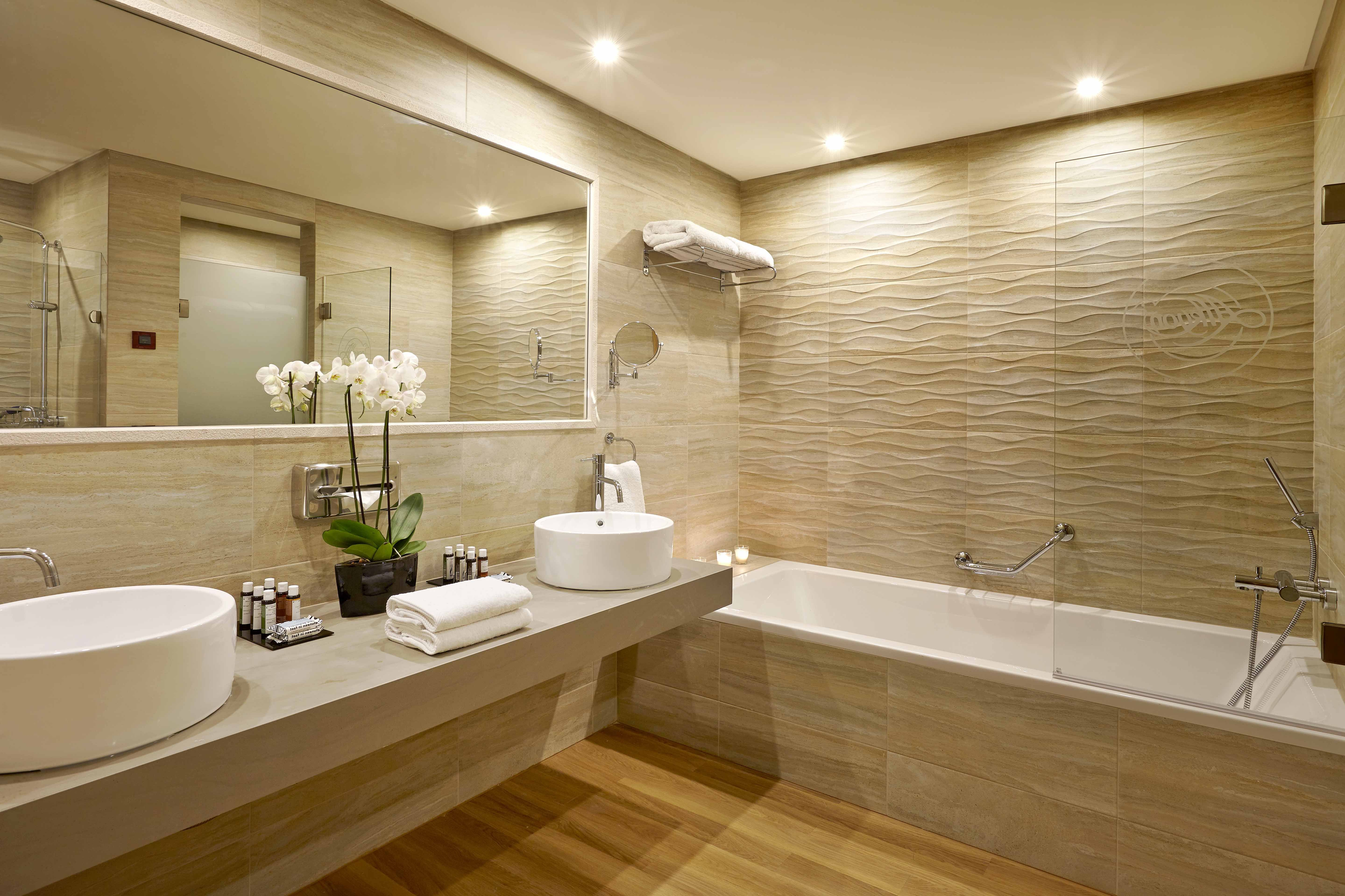 Bright_bathroom_091023_